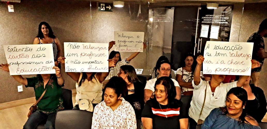 Itabirito: Professores fazem manifestação pacífica na Câmara