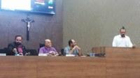 """Representante da ONG ITA LGBT comparece ao Plenário da Câmara Municipal para convidar a população para a """"V Semana da Diversidade Cultural de Cidadania da Comunidade LGBT""""."""